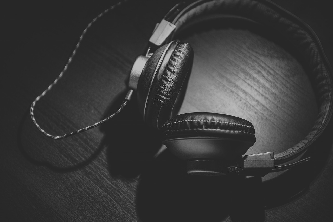 De beste noise cancelling hodetelefonene